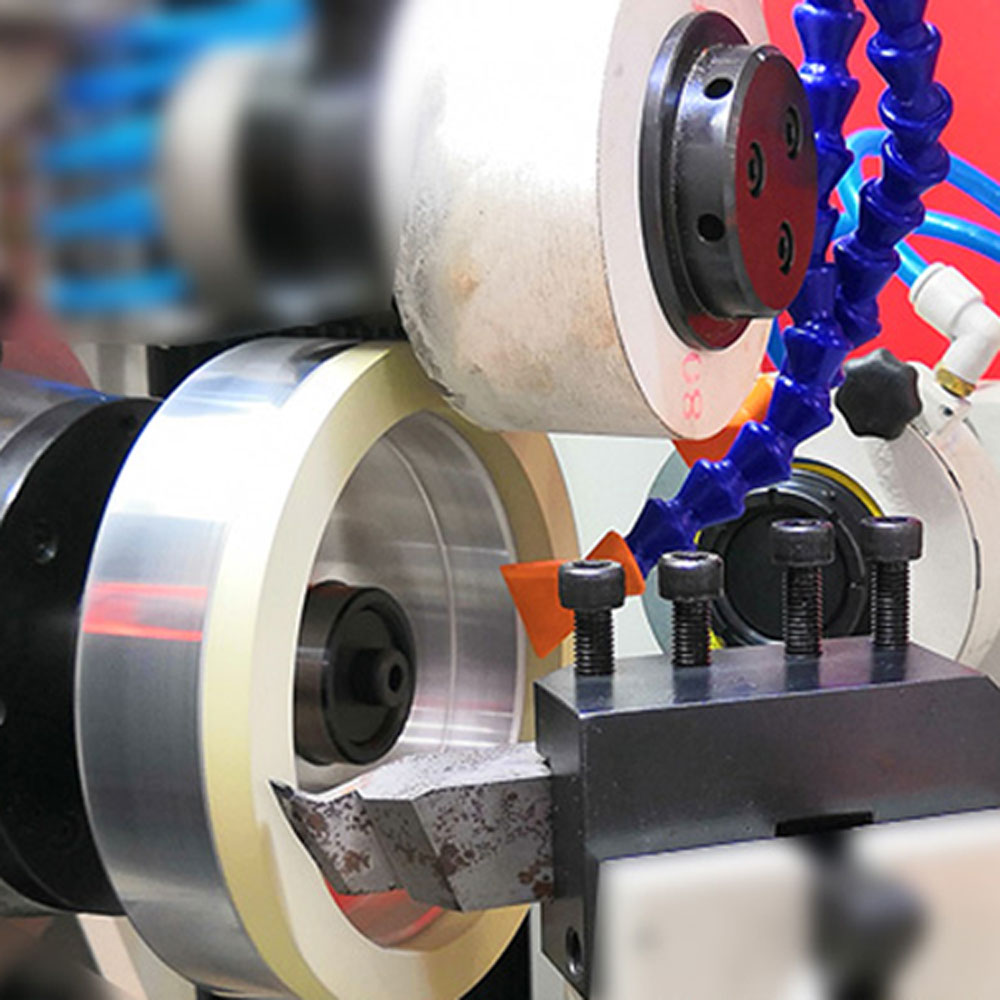 Vitrified diamond grinding wheel for PCD cutting tools